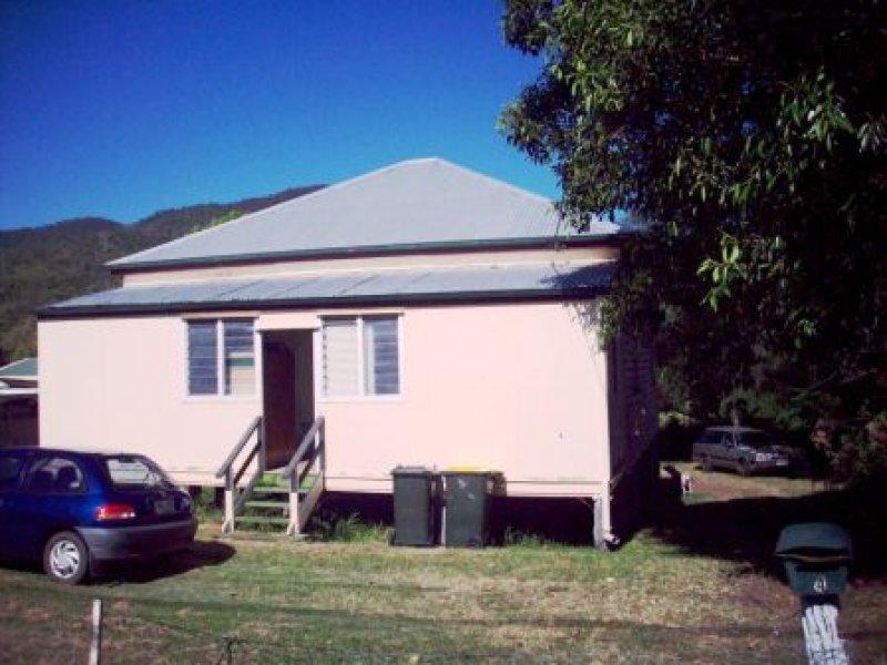 4 Mackay Street, Lakes Creek, Qld 4701