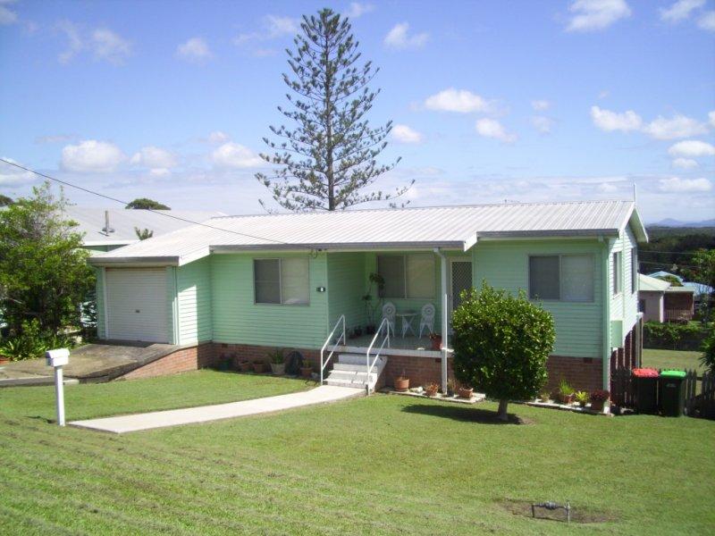 8 Vernon Street, Scotts Head, NSW 2447