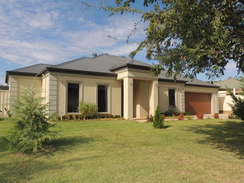 11 Currawong Court, Murray Downs, NSW 2734