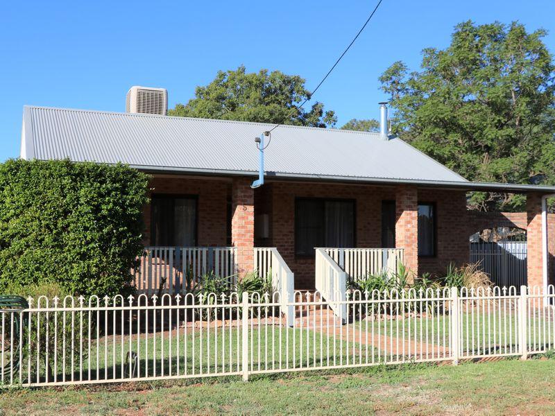 5 WILLAROO STREET, Peak Hill, NSW 2869
