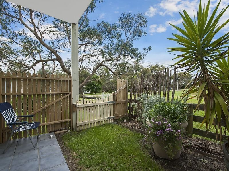 Unit 2/1 Newcombe Street, Marengo, Vic 3233
