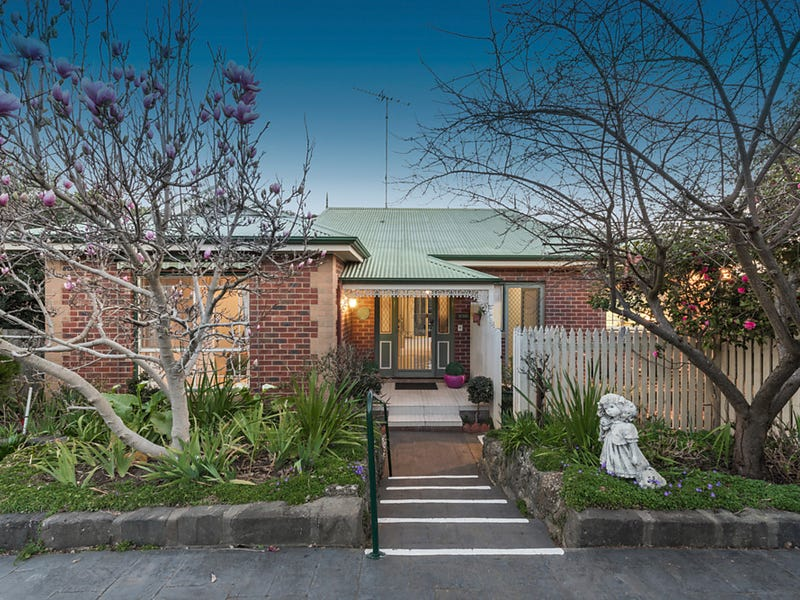 2/15 Augustine Drive, Highton, Vic 3216