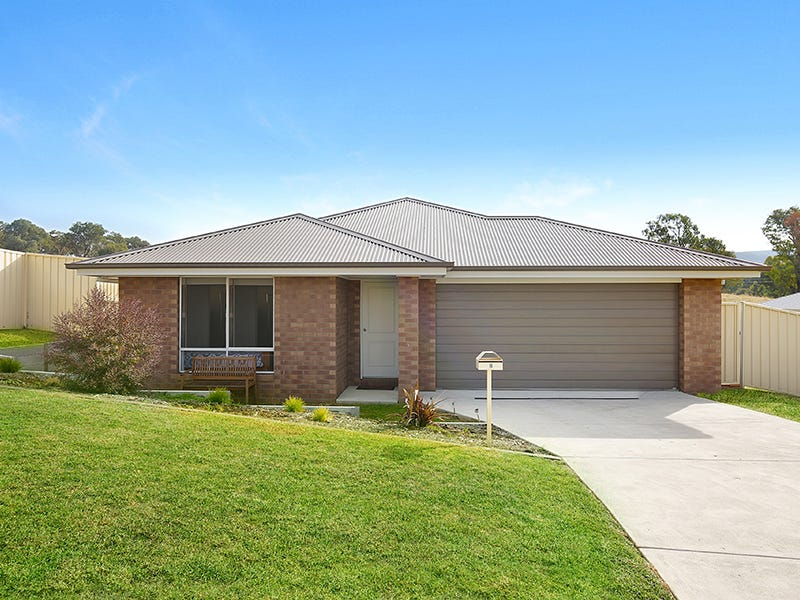 8 Harry Crescent, Hamilton Valley, NSW 2641