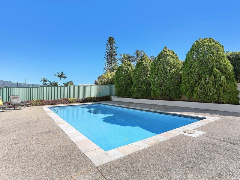19 Collins Crescent, Benowa, Qld 4217