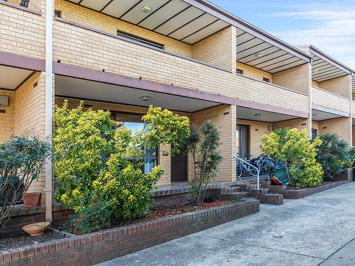 2/27 Mowatt Street, Queanbeyan, NSW 2620