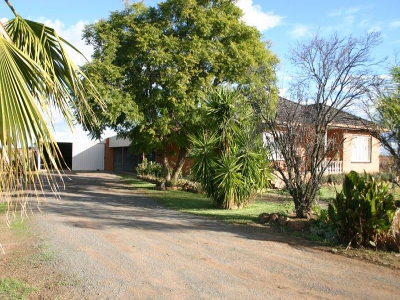 92 Reserve Road, Woorinen, Vic 3589