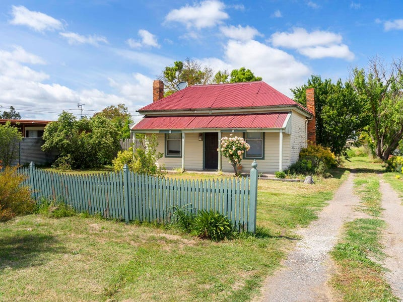 18 Talbot Road, Clunes, Vic 3370