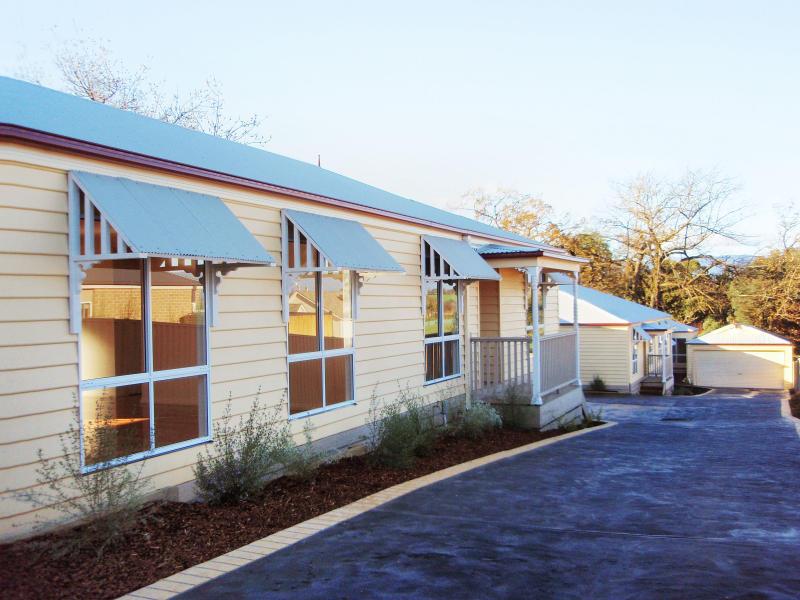2-4, 8 Armstrong Grove, Yarra Glen, Vic 3775