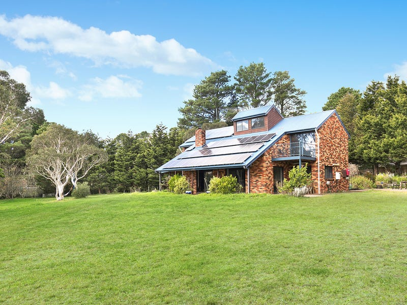 12 Chester Road, Wentworth Falls, NSW 2782