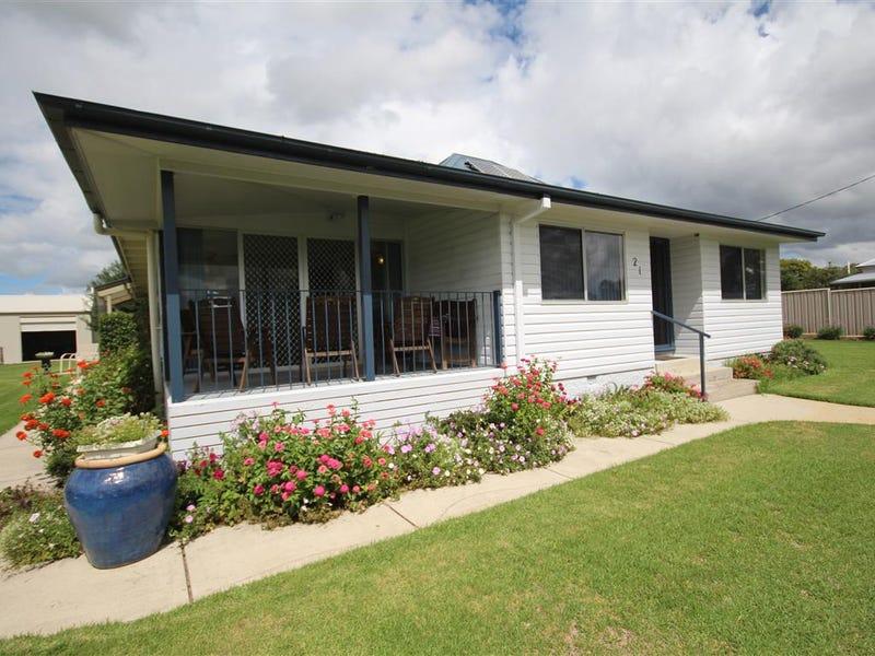 21 Douglas Street, Tenterfield, NSW 2372