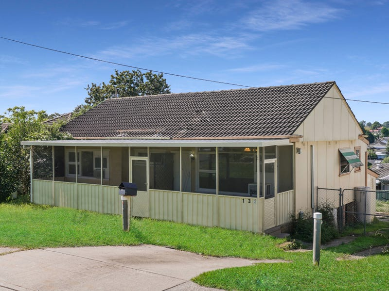 136 Macquarie Avenue, Campbelltown, NSW 2560