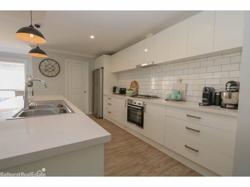 2a O'Farrell Place, Kelso, NSW 2795