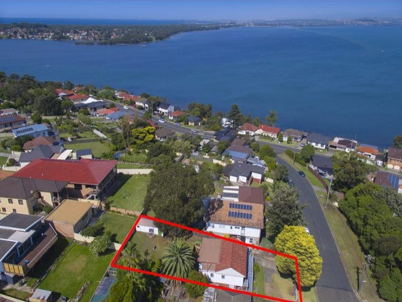 47 Buena Vista Ave, Lake Heights, NSW 2502