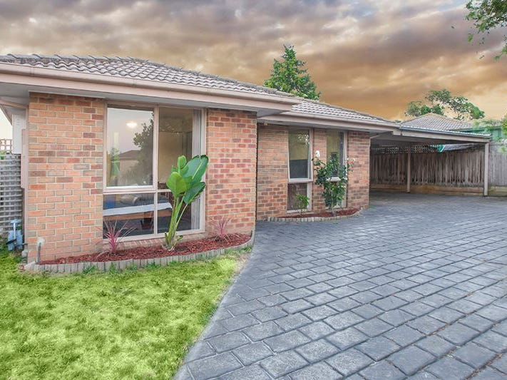 13 MALTRAVERS CRESCENT, Cranbourne North, Vic 3977