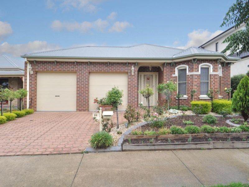 24 Cobblestone Green, Caroline Springs, Vic 3023
