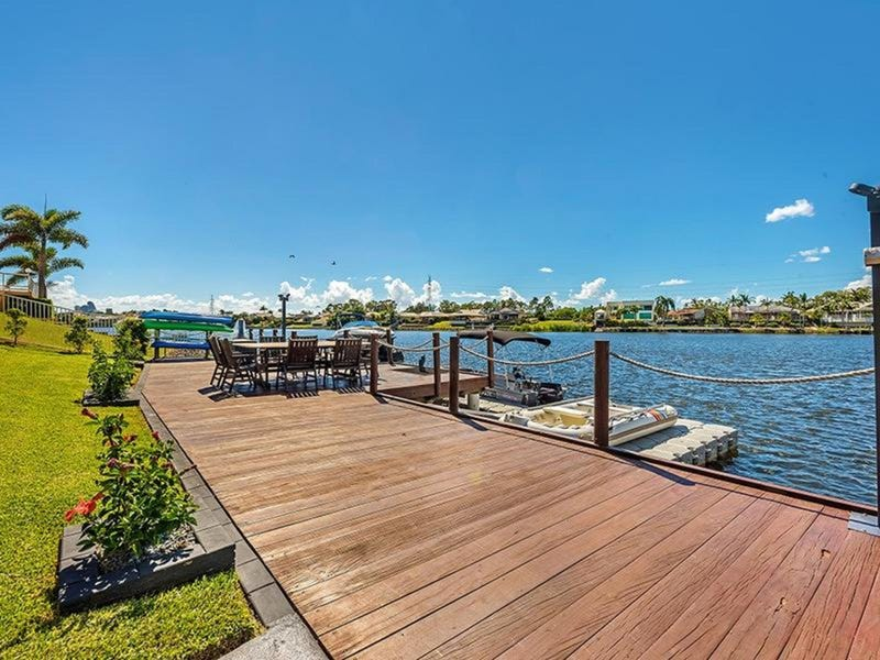 1 Trimaran Place, Clear Island Waters, Qld 4226