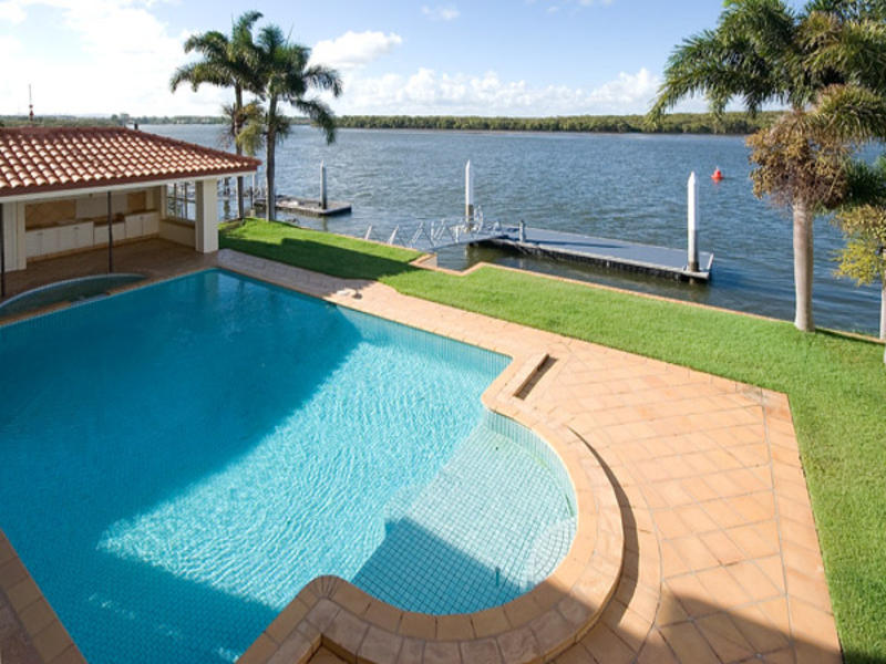 13 Hume Parade, Paradise Point, Qld 4216