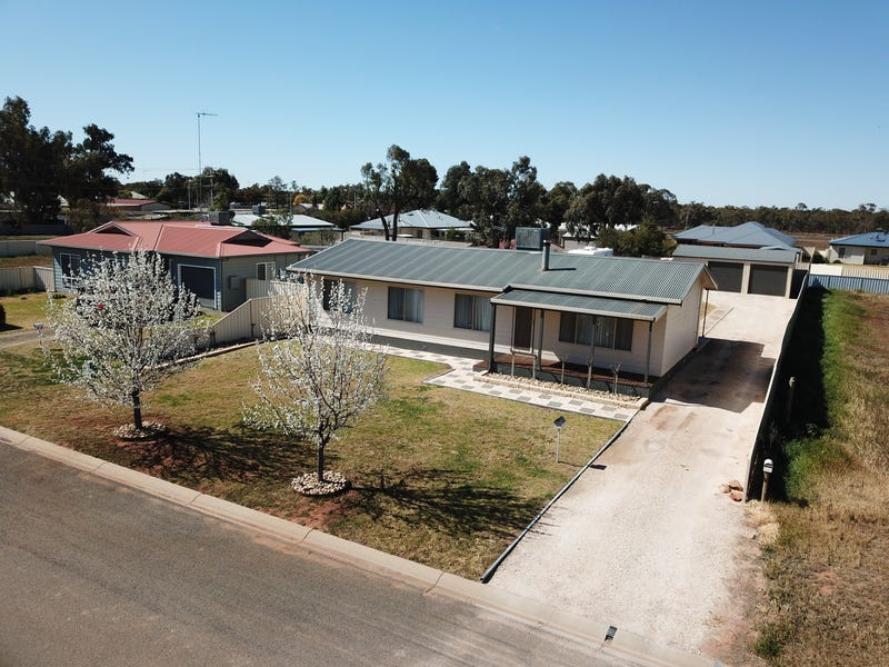 26 Moore Street, Hillston, NSW 2675