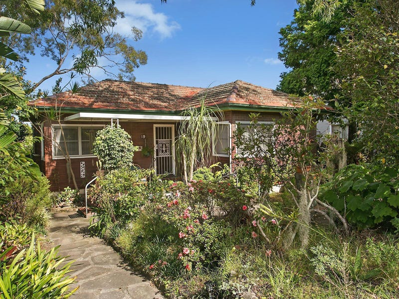 19 Carrington Road, Hornsby, NSW 2077