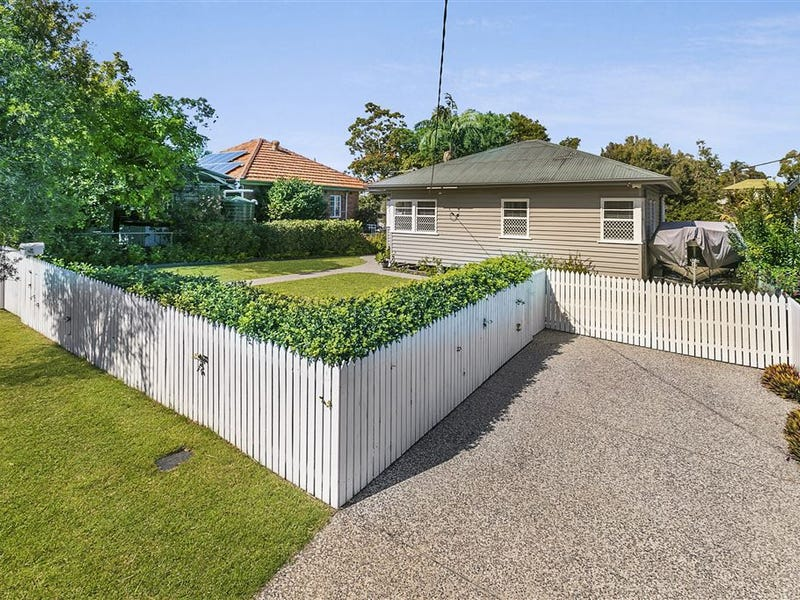 215 Beddoes Street, Holland Park, Qld 4121