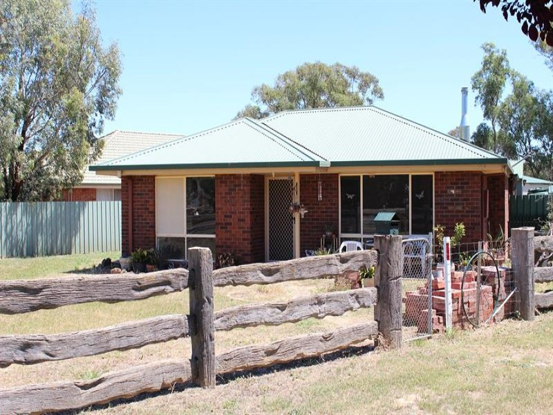 8 Queen  St, Walla Walla, NSW 2659