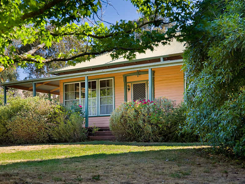 2298 Murray Valley Highway, Huon, Vic 3695