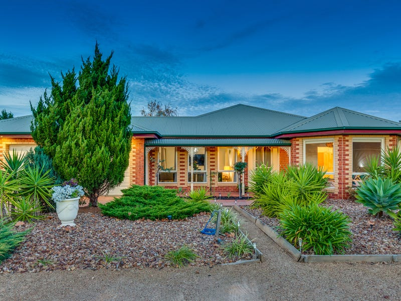 2 Clifton Court, Taylors Lakes, Vic 3038
