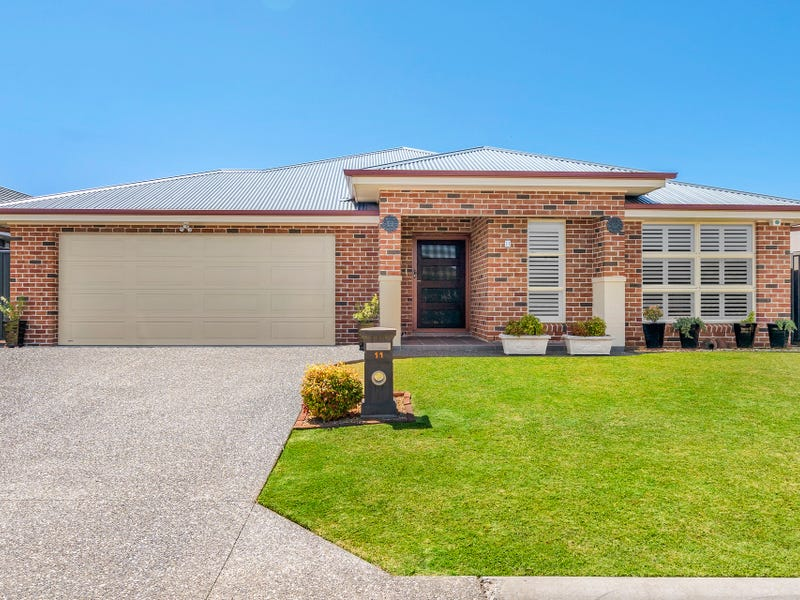 11 Bayview Avenue, Haywards Bay, NSW 2530