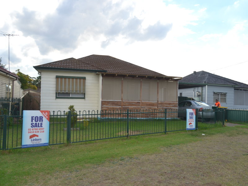 18 Pritchard Rd, Macquarie Fields, NSW 2564