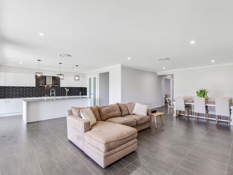 14 Lewis Crescent, Forresters Beach, NSW 2260