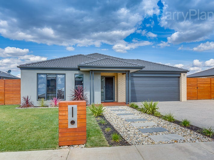 15 Greenfields Boulevard, Romsey, Vic 3434