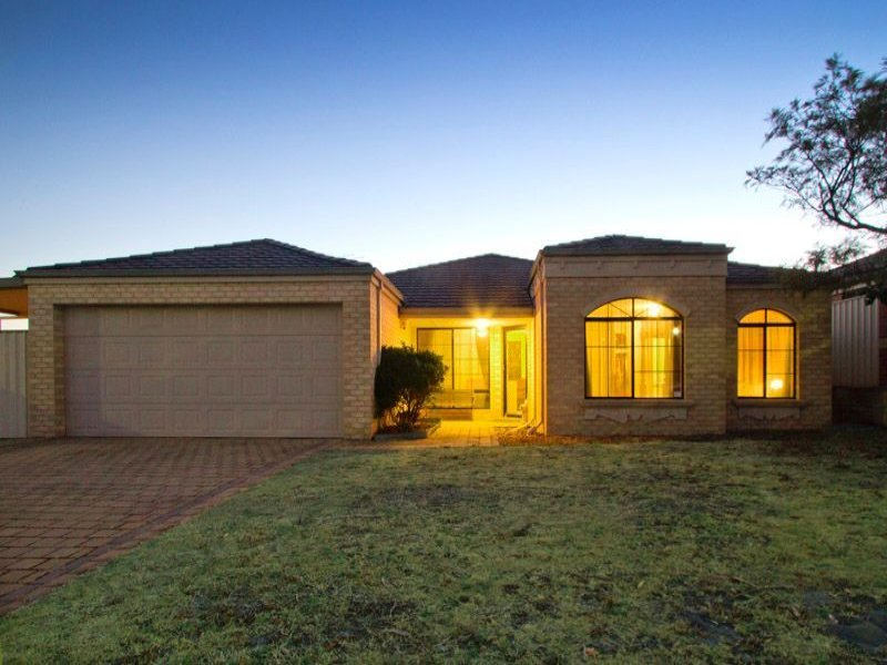 69 Baningan Avenue, Success, WA 6164
