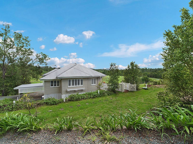 124 Lees Crossing Road, Armstrong Creek, Qld 4520