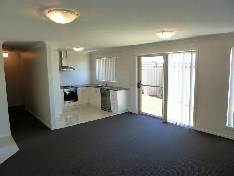 4/10 Mirrul Street, Glenfield Park, NSW 2650