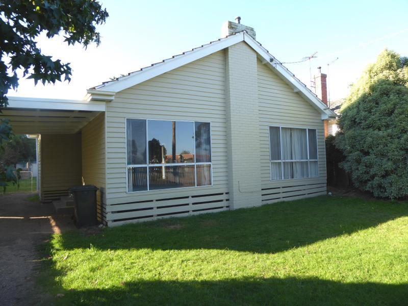2 Stratford Road, Maffra, Vic 3860