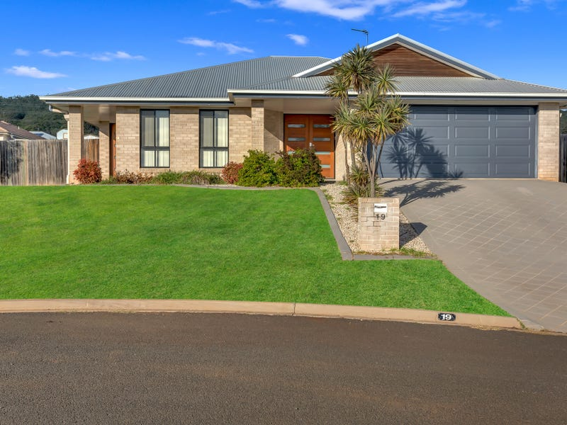 19 Pelling Court, Westbrook, Qld 4350