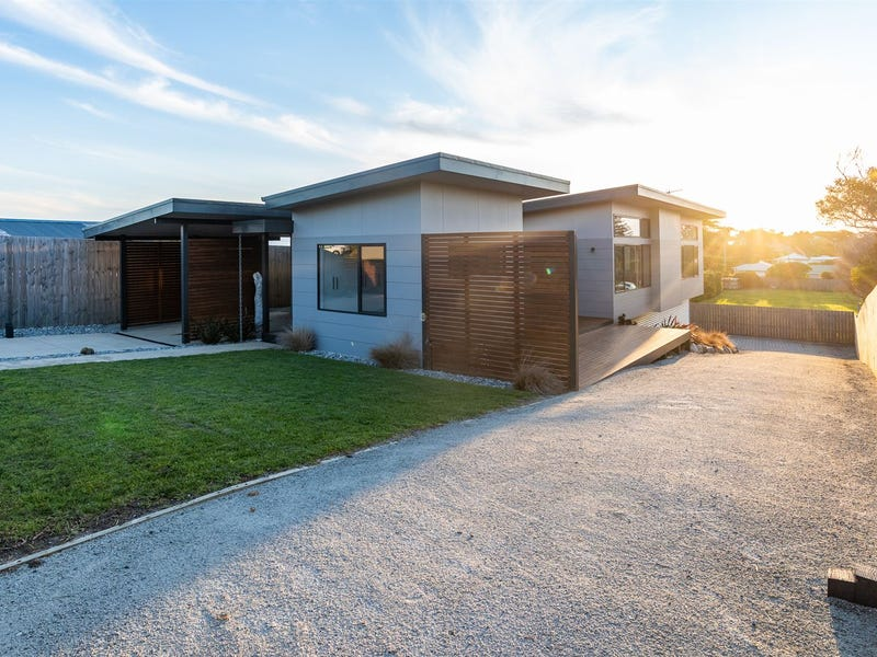 11 George Street, Currie, Tas 7256