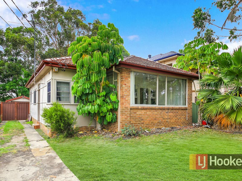 3 Maclaurin Avenue, East Hills, NSW 2213