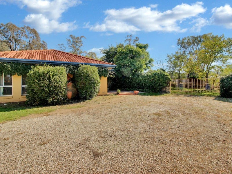 5 Cooba Place, Estella, NSW 2650