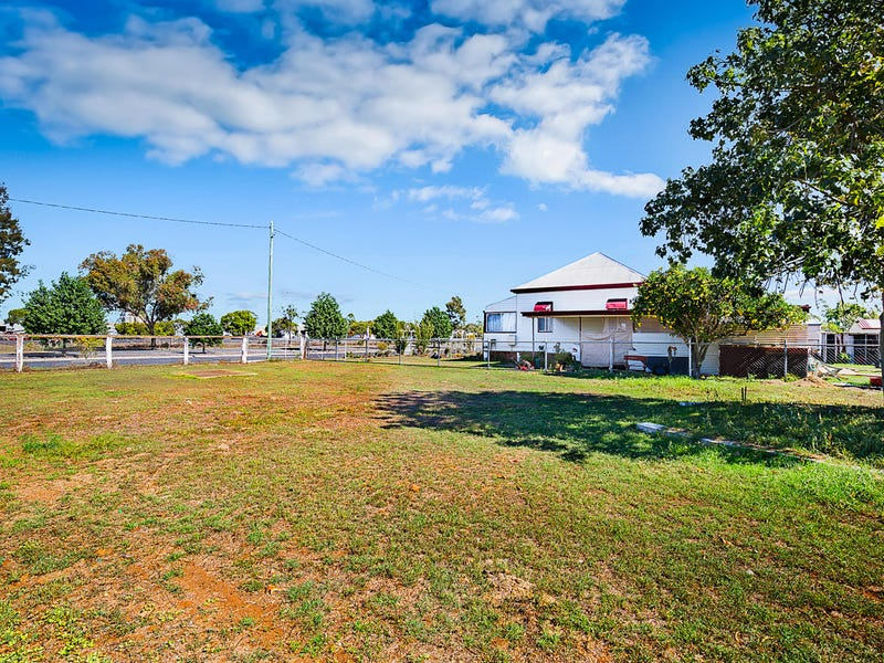 27 Donely Street, Oakey, Qld 4401
