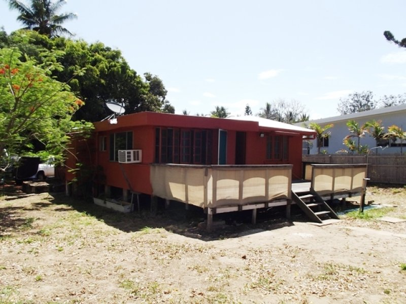 6 Reef Street, Saunders Beach, Qld 4818