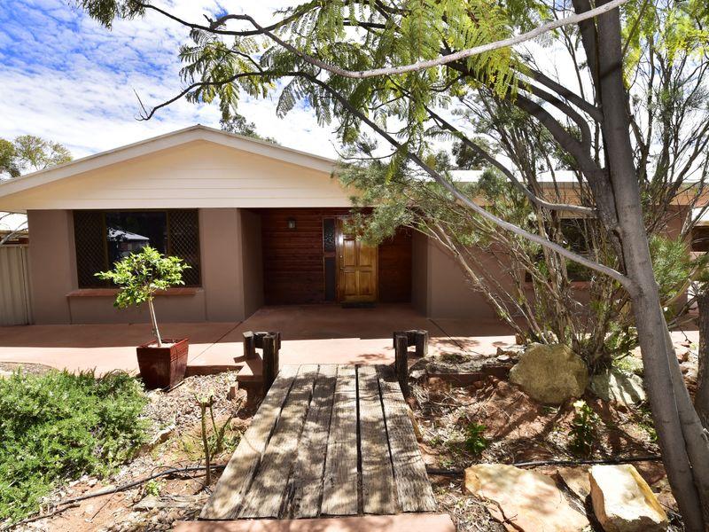 27 Hillside Gardens, Desert Springs, NT 0870