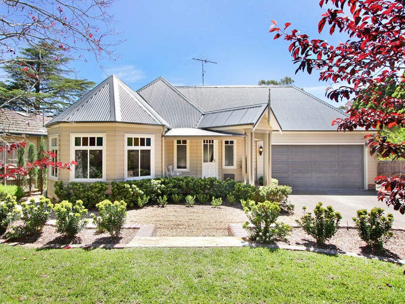 115  Blaxland Rd, Wentworth Falls, NSW 2782