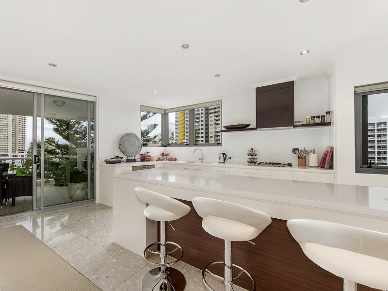 15/120 Surf Parade, Broadbeach, Qld 4218