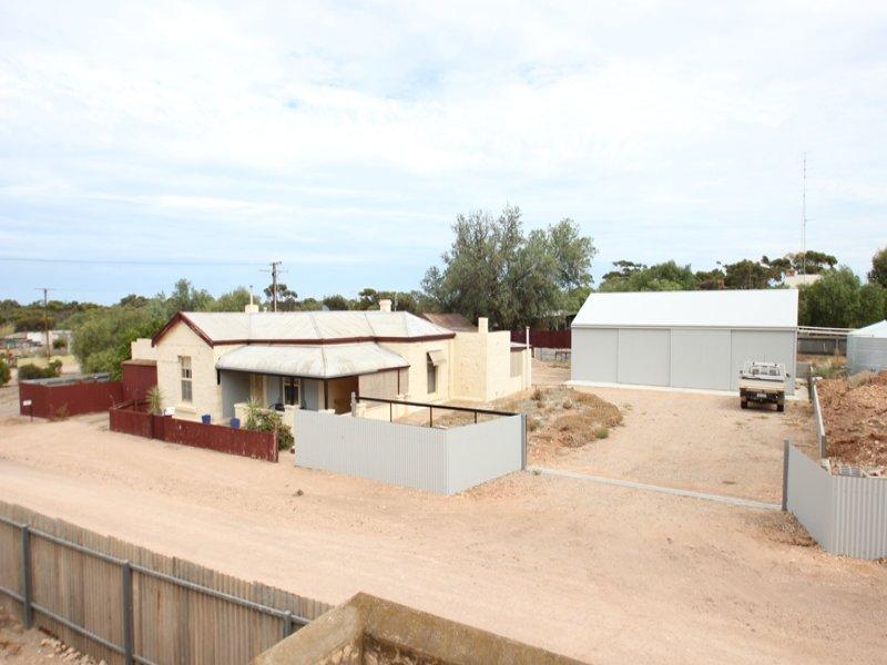 33 Lloyd Street, Moonta Mines, SA 5558