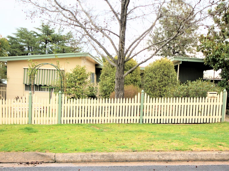15 Russell Street, Young, NSW 2594