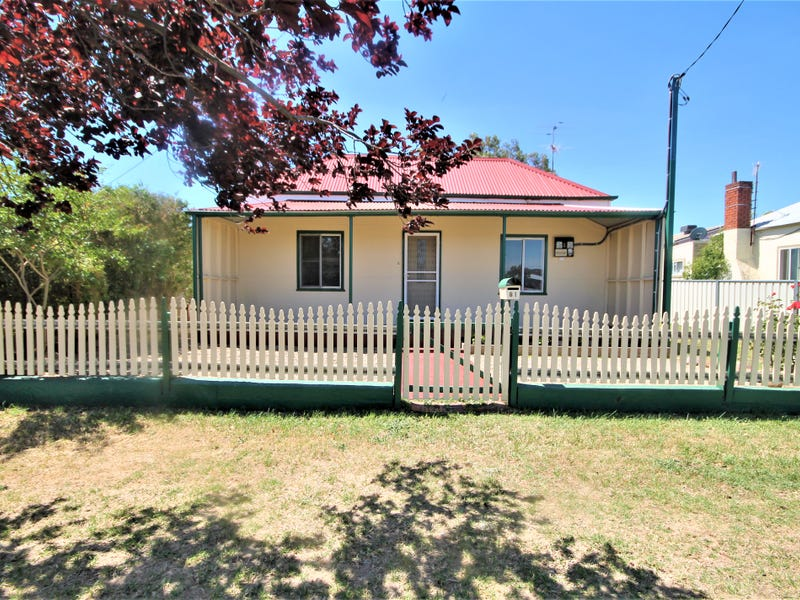 81 Edwards Street, Young, NSW 2594