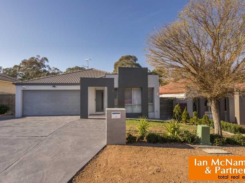 1/8 Murruba Place, Jerrabomberra, NSW 2619