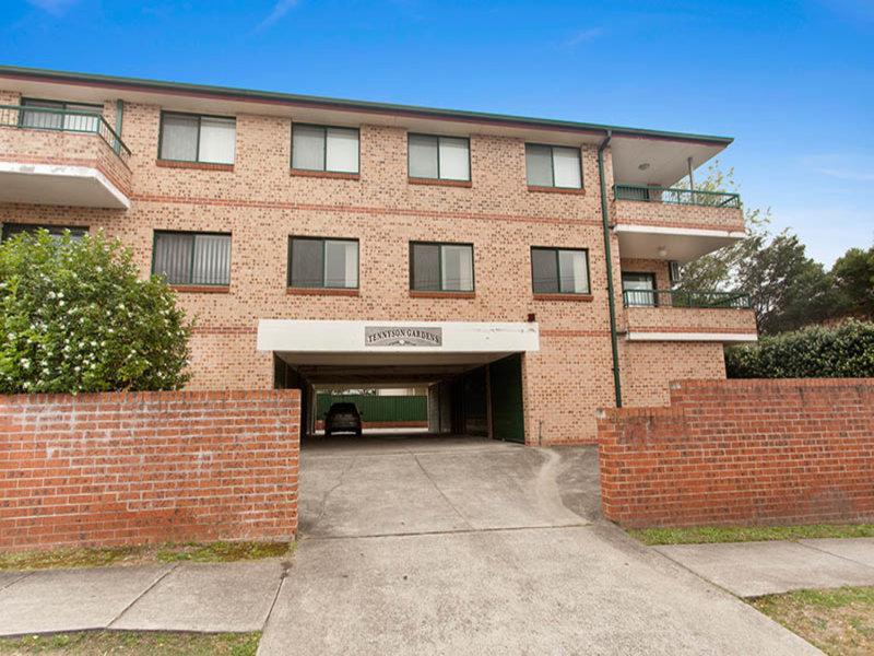 2/61 Tennyson Road, Greenacre, NSW 2190