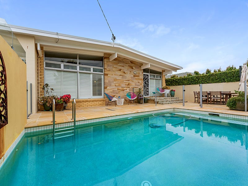 17 Naranga Avenue, Broadbeach Waters, Qld 4218